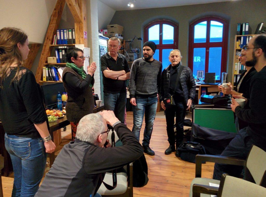 Krzysztof Wodiczko und die Projektbeteiligten im Literaturhaus Rostock im Peter-Weiss-Haus (Foto: Anke von der Heide)